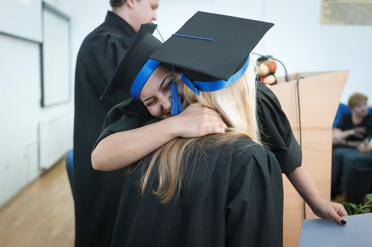 Des étudiantes diplômés d'un MBA Tourisme